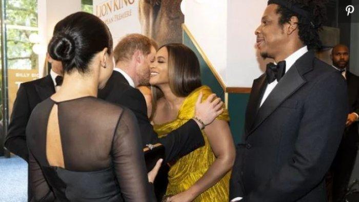 Meghan Markle Berikan Pelukan Hangat Kepada Beyonce Dalam Premier Film The Lion King