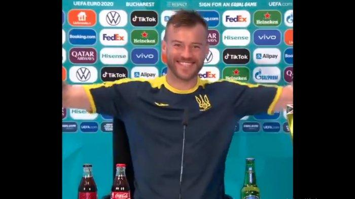 Inilah Andriy Yarmolenko, Bintang Ukraina yang Plesetkan Aksi Ronaldo Singkirkan Coca Cola