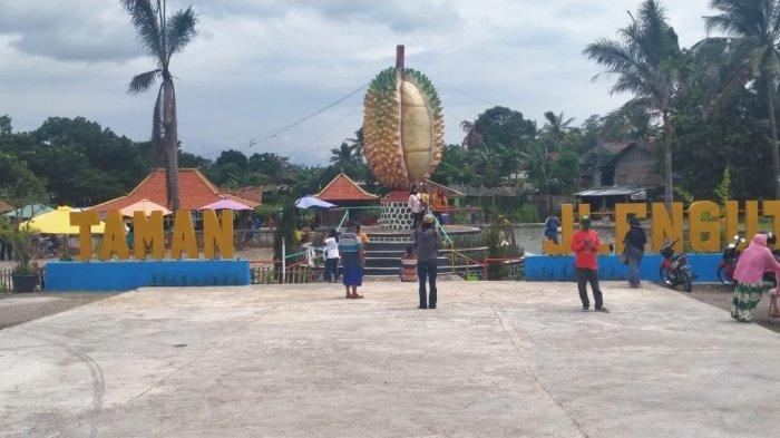 Objek Wisata baru bernama Taman Jlengut mulai dipadati pengunjung di Desa Karangduren, Kecamatan Kebonarum, Kabupaten Klaten, Minggu (3/1/2021)