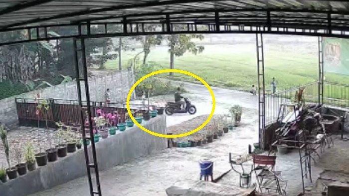 Dicari : Pria Pakai Scoopy Rampas HP Bocah di Ngawen Klaten, Polisi Kumpulkan Bukti dari CCTV