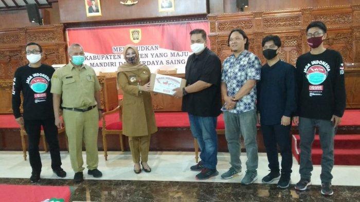 Tribunnews Bersama Cardinal Salurkan 3.000 Masker di Klaten, Bupati Sri Mulyani : Ini Ibadah Sosial