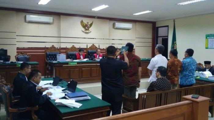 Pejabat Pemkab Mojokerto Ini Mengaku Serahkan Uang Suap untuk Bupati Mojokerto di Makam
