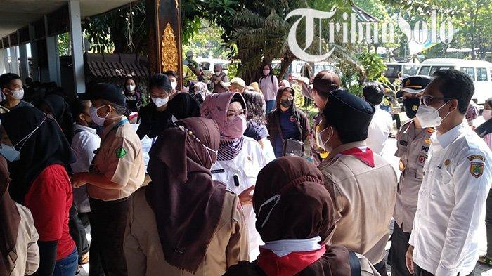 Imbas Bupati Sukoharjo Marah Lihat Kerumunan Vaksinasi Siswa, Lokasi Dipindah Agar Tak Jadi Klaster