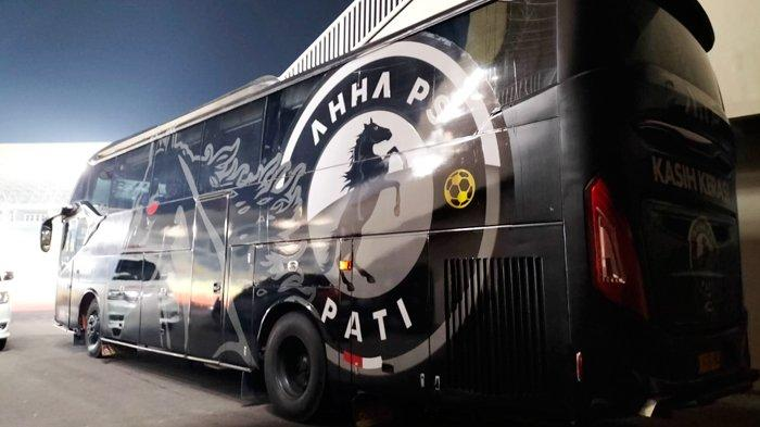 Beginilah Penampakan Bus Tim AHHA Pati Milik Atta Halilintar, Full Hitam, Bertuliskan : Kasih Keras