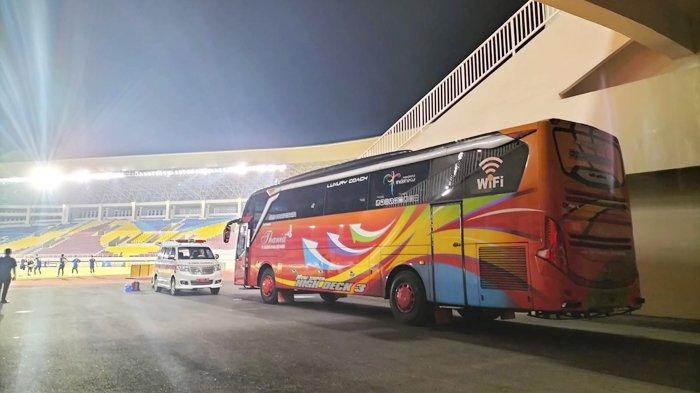 Beda dengan AHHA PS Pati, Persis Solo Masih Pakai Bus Pariwisata saat Latihan di Stadion Manahan
