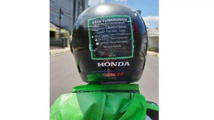 Viral Wanita Bertemu Ojol Tunarungu dengan Stiker Petunjuk di Helm, Ternyata Ini Kisah di Baliknya