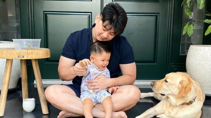 Chef Arnold Takjub saat 'Diserbu' ARMY Fans BTS, Gara-gara Ingin Belikan Putranya Boneka RJ BT21