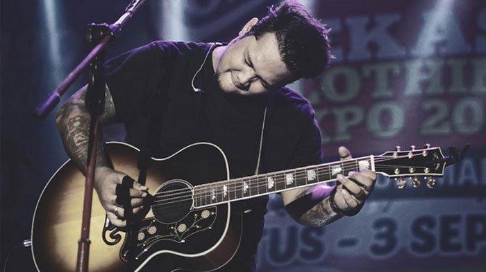 Chord Kunci Gitar Dan Lirik Lagu Surat Cinta Untuk Starla Virgoun Telah Habis Sudah Cinta Ini Tribun Solo