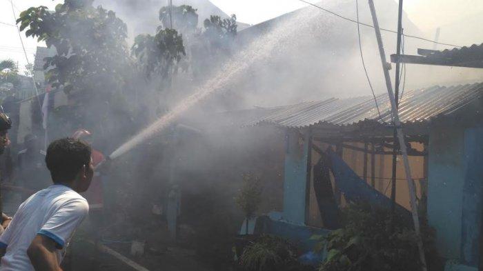 Diduga Bersumber dari Kamar Kos, Api Lalap Dua Rumah di Cinderejo Lor Gilingan Solo