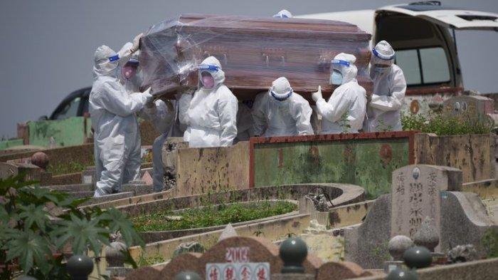 Jenazah Istri Ditolak Warga Kampung, Keluarga Akhirnya Luluh Pemakaman Pakai Prokes Covid-19