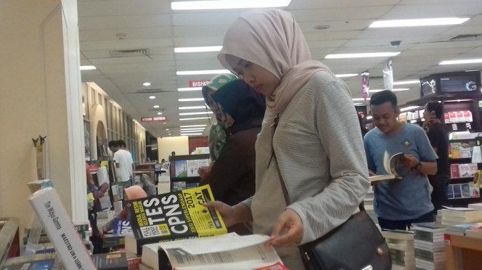 Penjualan Buku Tes CPNS di Toko Buku Gramedia Solo Naik Hingga 50 Persen
