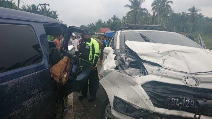 Kecelakaan Mobil di Batang Gasan Padang, Dua Mobil Rusak Parah dan Sopir Sempat Hilang