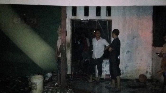 Diduga Tidur Pulas, Seorang Kakek di Bogor Tewas Terpanggang di Rumahnya yang Terbakar