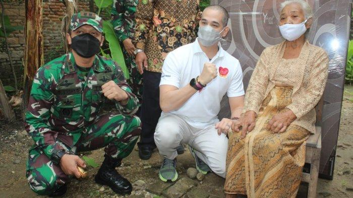 Momen Hari Juang & Ibu, Kodim 0726/SukoharjoGandeng Okan Kornelius, Bagikan Kasur untuk Lansia