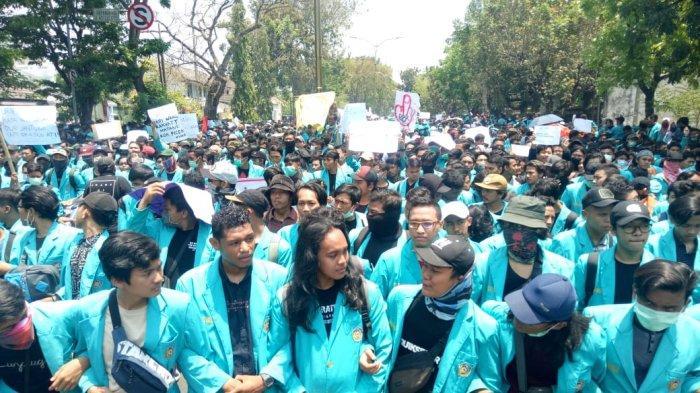 Demo #BengawanMelawan di Gedung DPRD Solo Ricuh, Presiden BEM UMS Sebut Hal Itu di Luar Dugaan