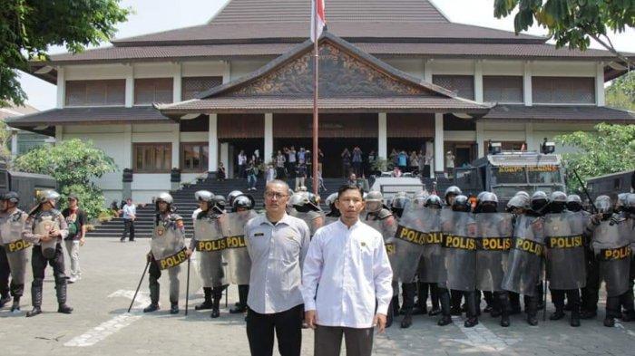 Demonstran #BengawanMelawan Sudah Diajak Masuk ke Dalam Gedung DPRD Solo, Tapi Ternyata Menolak
