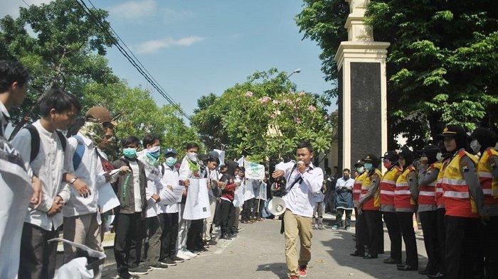 Foto-foto Demo Mahasiswa Tolak RUU Penghapusan Kekerasan Seksual yang Kembali Digelar di DPRD Solo