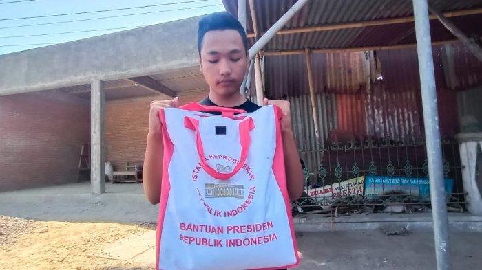 ABG Ini Dapat Paket dari Presiden Jokowi Langsung, Isinya Komplit, Akan Diberikan untuk Orangtuanya