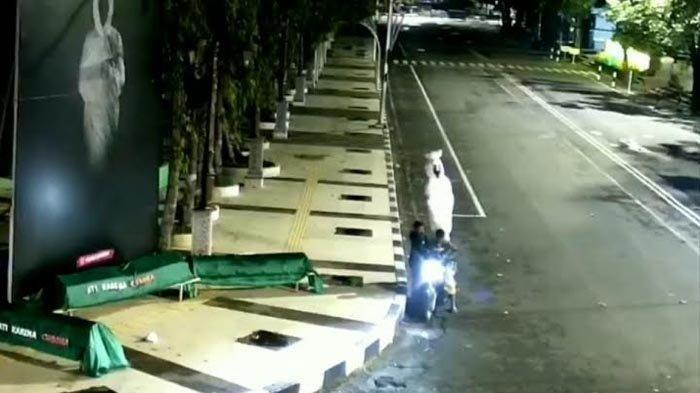 Viral Maling Patung Pocong di Alun-alun Lamongan Akhirnya Ditangkap, Ternyata Ini Motifnya Mencuri