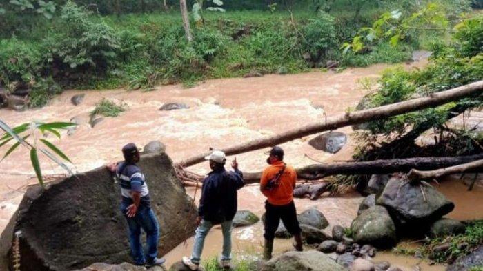 Terlihat Pemancing Terbawa Arus, ASN Wanita Diduga Terjatuh ke Sungai di Ngawi