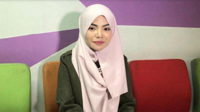 Ingin Fokus Ibadah, Dinar Candy Kini Berhijab Selama Ramadan