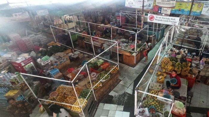 Imbas 11 Pedagang Pernah Kena Covid-19, Kini Lapak di Pasar Gede Solo Disekat Plastik, Ini Potretnya