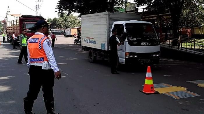 Larang Kendaraan Beban Berat Masuk Jalan Perkotaan, Dishub Solo Pasang 40 Titik Rambu