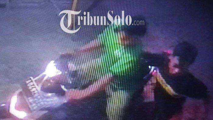 Viral di Klaten, Harga Masih Anjlok Dua Pria Ini Justru Curi Telur di Pedan, Aksinya Terekam CCTV