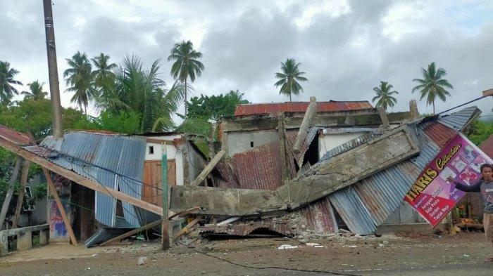 Dua rumah warga Mamuju mengalami kerusakan saat gempa M5,9 terjadi pada Kamis siang (14/1/2021), pukul 13.35 WIB uploader: ekosutriyanto