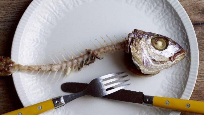 Tips Mengatasi Tulang Ikan yang Tersangkut di Tenggorokan: Batuk hingga Makan Buah Pisang
