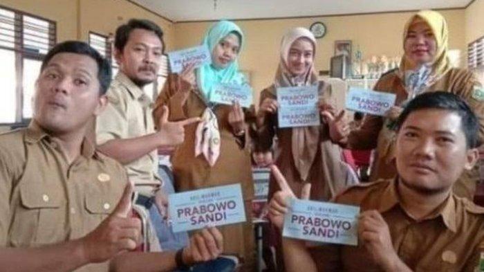 Berfoto Pose 2 Jari Sambil Pegang Stiker Prabowo, 6 Guru Honorer di Tangerang Dipecat