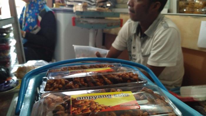 Berkunjung ke Solo? Ini Kuliner di Kota Kelahiran Kahiyang Ayu yang Cocok Buat Oleh-oleh