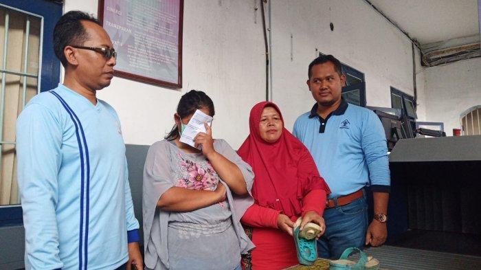 Ketahuan Selundupkan Sabu-sabu ke Rutan Solo, Istri Tahanan : Sendal Rp 3 Ribu Saja Buat 'Terkenal'