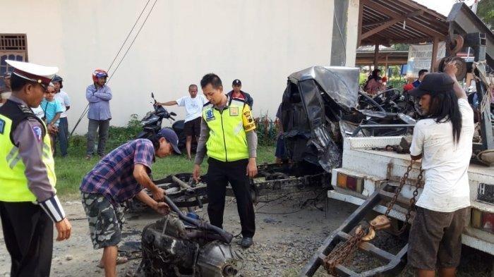 Mobil Pikap Pengangkut Pisang Terseret Kereta Api di Demak, Dua Orang Tewas