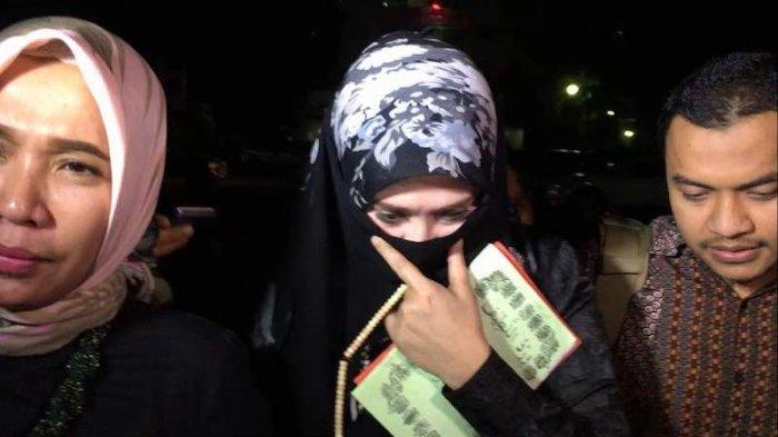 Kembali Diperiksa Polisi, Firza Husein Ditanya tentang Foto Dirinya yang Tak Berbusana