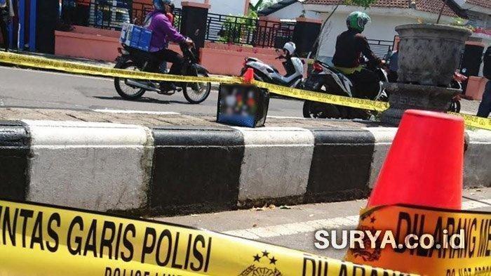 Tes Hitam Mencurigakan Tergeletak di Tepi Jalan Surabaya, Jalan Ditutup Gegana Datang, Ini Isinya