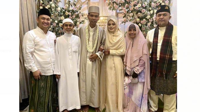 Foto pernikahan Ustadz Abdul Somad dan Fatimah Az Zahra Salim Barabud