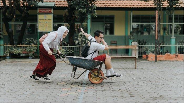 Viral Foto Prewedding Pakai Seragam SD, Ternyata Ada Kisah Nostalgia Tempat Pertama Jumpa
