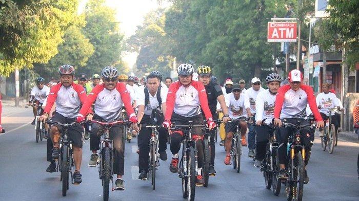 Peringati HUT Bhayangkara ke-73, Kapolresta dan Wali Kota Solo Bersepeda Santai Sejauh 14 Kilometer