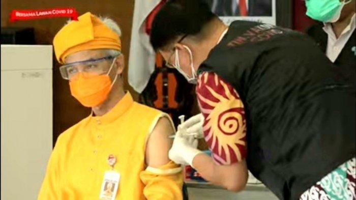 Tangkapan layar Gubernur Jateng, Ganjar Pranowo saat menjalani penyuntikan kedua vaksin covid di RSUD Tugurejo Semarang