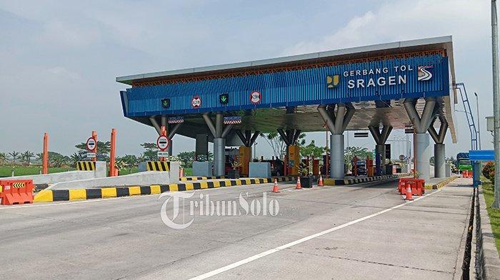 Gerbang tol Sragen nampak sepi dari aktivitas keluar masuk kendaraan di hari pertama larangan mudik.