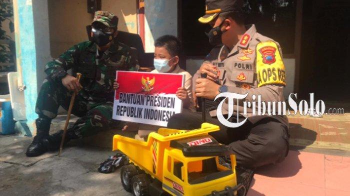 Kisah Sedih Ghifari Bocah Sukoharjo Sampai ke Telinga Jokowi, Sang Presiden Kirim Hadiah-hadiah ini
