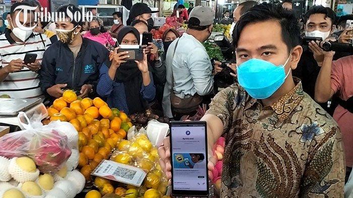 Solo Gencarkan Pembayaran Non Tunai, Pedagang Pasar Gede Sebut Ribet: Tidak Langsung Cair
