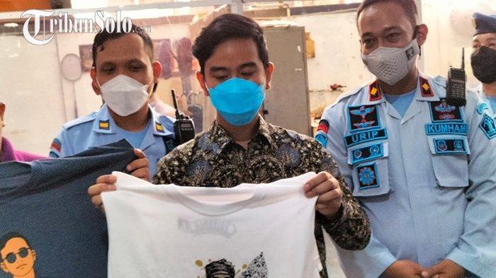 Kunjungi Rutan Solo, Gibran Dapat Kaus dari Tahanan: Napi Produktif Semua