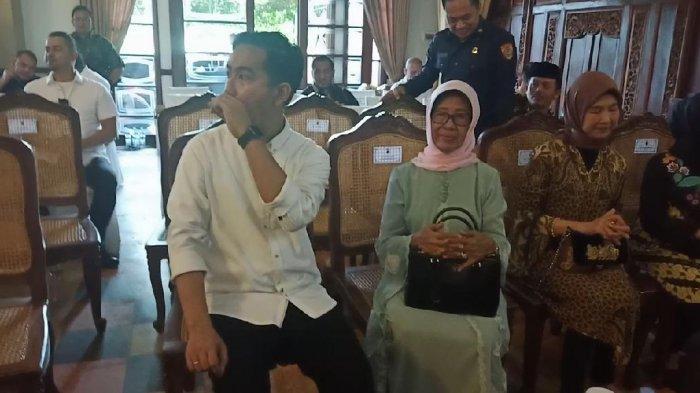 Melayat Ibunda Jokowi, Wakil Wali Kota Solo Tanggapi soal Penyakit yang Diidap Sudjiatmi Notomiharjo
