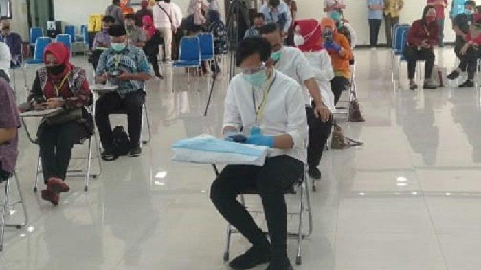 Gibran Tes Kesehatan di RSUD Dr Moewardi Pagi Ini, Pakai Kemeja Putih dan Celana Hitam