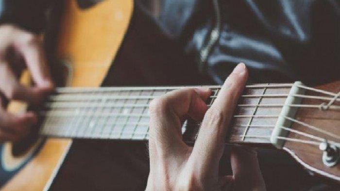 Chord Kunci Gitar dan Lirik Lagu Cahaya - Kangen Band,  Dia Yang Kuanggap Sempurna