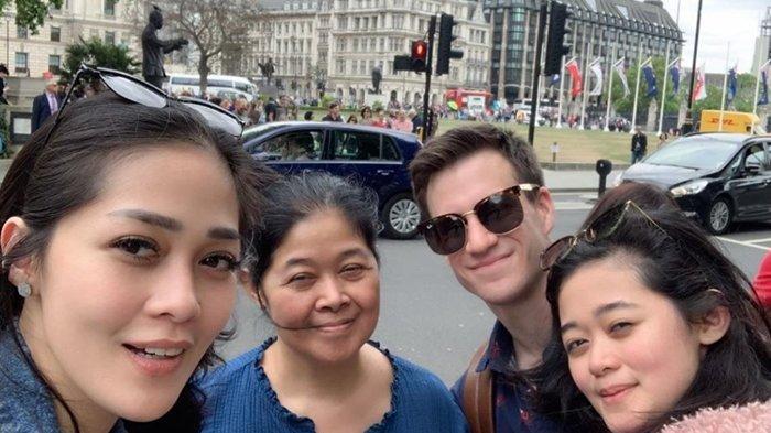 Gracia Indri Liburan ke London Bareng Sang Ibu dan Adik, Gisela Cindy Ajak Pacar Bule Brandon Willis