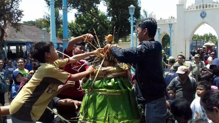 Garebek Ageng Keraton Kasunanan Surakarta Berlangsung Meriah, Ini Foto-fotonya