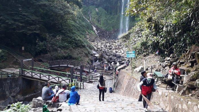 Menikmati Keindahan Air Terjun Grojogan Sewu Setinggi 81 Meter di Karanganyar, Tonton Videonya